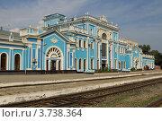 Здание железнодорожного вокзала в г. Ставрополе (2012 год). Стоковое фото, фотограф Rekacy / Фотобанк Лори