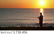 Купить «Человек забрасывает удочку», видеоролик № 3738456, снято 14 июня 2011 г. (c) Losevsky Pavel / Фотобанк Лори