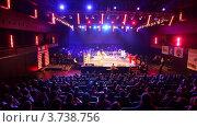 Купить «Боксерский матч в освещенном зале Барвиха LUXURY VILLAGE», видеоролик № 3738756, снято 16 июля 2011 г. (c) Losevsky Pavel / Фотобанк Лори