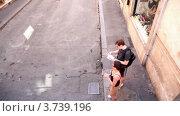 Купить «Витрины магазинов, вид из проезжающего автобуса», видеоролик № 3739196, снято 10 июля 2011 г. (c) Losevsky Pavel / Фотобанк Лори
