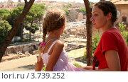 Купить «Мама разговаривает с дочкой на фоне Троянских руин», видеоролик № 3739252, снято 8 июля 2011 г. (c) Losevsky Pavel / Фотобанк Лори