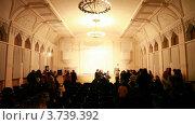 Купить «Люди оставляют концертный зал после выступления», видеоролик № 3739392, снято 5 июня 2011 г. (c) Losevsky Pavel / Фотобанк Лори