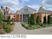 Купить «Социально-культурный центр Одинцовского благочиния в Одинцово. Московская область», эксклюзивное фото № 3739832, снято 4 июля 2012 г. (c) lana1501 / Фотобанк Лори