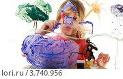 Купить «Девочка рисует картину на прозрачном  стекле», видеоролик № 3740956, снято 13 мая 2011 г. (c) Losevsky Pavel / Фотобанк Лори