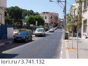 Купить «Залитая летним солнцем живописная улица старого Тель-Авива», фото № 3741132, снято 8 августа 2012 г. (c) Олег Хмельниц / Фотобанк Лори