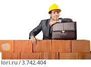 Купить «Строитель за кирпичной стеной», фото № 3742404, снято 22 мая 2012 г. (c) Elnur / Фотобанк Лори