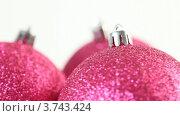 Купить «Крупный вид трех вращающихся елочных шаров», видеоролик № 3743424, снято 17 июля 2011 г. (c) Losevsky Pavel / Фотобанк Лори