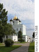 Купить «Псков. Кремль. Троицкий собор», фото № 3743568, снято 26 июля 2012 г. (c) Юлия Козинец / Фотобанк Лори
