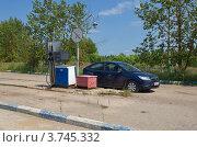Купить «Мосальск. Старая автозаправочная станция», эксклюзивное фото № 3745332, снято 7 июля 2012 г. (c) Елена Коромыслова / Фотобанк Лори