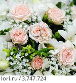 Свадебные кольца на букете роз. Стоковое фото, фотограф Алексей Казнадей / Фотобанк Лори