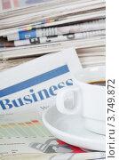 Купить «Чашка кофе и свежие газеты», фото № 3749872, снято 22 января 2012 г. (c) Воронин Владимир Сергеевич / Фотобанк Лори