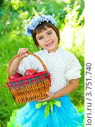 Купить «Девочка держит корзинку с яблоками», эксклюзивное фото № 3751740, снято 20 марта 2010 г. (c) Куликова Вероника / Фотобанк Лори