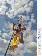 """Купить «Уличные артисты выступают на фестивале уличных театров """"Однажды в парке"""" в саду имени Н.Э. Баумана. Москва», эксклюзивное фото № 3753456, снято 10 августа 2012 г. (c) lana1501 / Фотобанк Лори"""