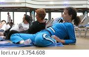 Купить «Люди занимаются фитнесом на борту круизного судна», видеоролик № 3754608, снято 12 августа 2011 г. (c) Losevsky Pavel / Фотобанк Лори