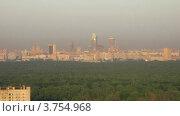 Купить «Восход солнца над городом Москва, тайм лапс», видеоролик № 3754968, снято 19 августа 2011 г. (c) Losevsky Pavel / Фотобанк Лори
