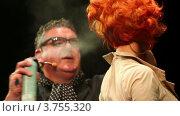 Купить «Тим Хартли распыляет лак на рыжеволосую модель на Davines Hair Show 2010», видеоролик № 3755320, снято 3 декабря 2011 г. (c) Losevsky Pavel / Фотобанк Лори