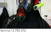 Купить «Костюм с защитным шлемом, противогаз и манометр для пожарных», видеоролик № 3755372, снято 6 ноября 2011 г. (c) Losevsky Pavel / Фотобанк Лори