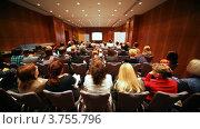 Купить «Аудитория в небольшом зале слушает доклад лектора», видеоролик № 3755796, снято 28 декабря 2011 г. (c) Losevsky Pavel / Фотобанк Лори