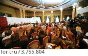 Купить «Презентация фильма Мастер и Маргарита с журналистами в большом круглом зале», видеоролик № 3755804, снято 11 ноября 2011 г. (c) Losevsky Pavel / Фотобанк Лори