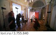 Купить «Популярный актер Александр Филиппенко дает интервью журналистам о фильме Мастер и Маргарита», видеоролик № 3755840, снято 28 ноября 2011 г. (c) Losevsky Pavel / Фотобанк Лори