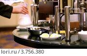 Купить «Женщина пришла и поставила сосуд с молоком на столик», видеоролик № 3756380, снято 13 октября 2011 г. (c) Losevsky Pavel / Фотобанк Лори