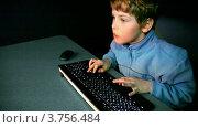 Купить «Маленький мальчик играет в видео игры», видеоролик № 3756484, снято 25 декабря 2011 г. (c) Losevsky Pavel / Фотобанк Лори