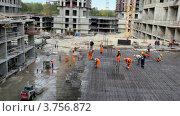 Купить «Рабочие на строительной площадке», видеоролик № 3756872, снято 28 августа 2011 г. (c) Losevsky Pavel / Фотобанк Лори