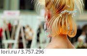 Купить «Модель с оригинальной прической на XVII Международном фестивале Мир красоты 2010», видеоролик № 3757296, снято 30 сентября 2011 г. (c) Losevsky Pavel / Фотобанк Лори