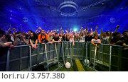 Купить «Зрители на концерте известного датского диджея Armin Van Buuren», видеоролик № 3757380, снято 13 декабря 2011 г. (c) Losevsky Pavel / Фотобанк Лори