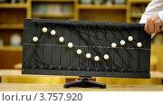 Купить «Старое оборудование с шариками на канатах показывает волны», видеоролик № 3757920, снято 10 ноября 2011 г. (c) Losevsky Pavel / Фотобанк Лори