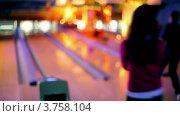 Купить «Девушка играет в боулинг», видеоролик № 3758104, снято 26 декабря 2011 г. (c) Losevsky Pavel / Фотобанк Лори