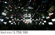 Купить «Молодые девушки поют и танцуют на сцене ночного клуба», видеоролик № 3758180, снято 14 октября 2011 г. (c) Losevsky Pavel / Фотобанк Лори