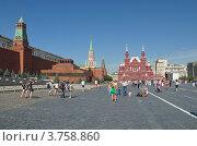 Купить «Москва. Туристы гуляют по Красной Площади», эксклюзивное фото № 3758860, снято 3 августа 2012 г. (c) Елена Коромыслова / Фотобанк Лори