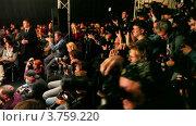 Купить «Группа фотографов», видеоролик № 3759220, снято 5 ноября 2011 г. (c) Losevsky Pavel / Фотобанк Лори
