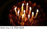 Купить «Торт с горящими свечками в темноте», видеоролик № 3759424, снято 16 октября 2011 г. (c) Losevsky Pavel / Фотобанк Лори