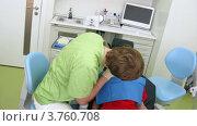 Купить «Мальчик с открытым ртом в стоматологической клинике, таймлапс», видеоролик № 3760708, снято 18 августа 2011 г. (c) Losevsky Pavel / Фотобанк Лори