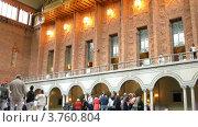 Купить «Туристы в ратуше Blue Hal, Стокгольм, Швецияl», видеоролик № 3760804, снято 17 августа 2011 г. (c) Losevsky Pavel / Фотобанк Лори