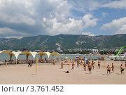 Купить «Современный городской  пляж  Геленджика», фото № 3761452, снято 18 августа 2012 г. (c) Игорь Архипов / Фотобанк Лори