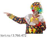 Купить «Забавный клоун показывает пальцем в сторону, изолировано на белом фоне», фото № 3766472, снято 15 июня 2012 г. (c) Elnur / Фотобанк Лори