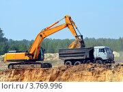 Погрузка песка на песчаном карьере. Стоковое фото, фотограф Воробьев Валерий / Фотобанк Лори