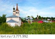 Купить «Город Суздаль, Крестовоздвиженская церковь и жилые дома», фото № 3771992, снято 22 сентября 2019 г. (c) ElenArt / Фотобанк Лори