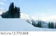 Купить «Лыжники спускаются по очереди с горы(таймлапс)», видеоролик № 3773604, снято 1 марта 2012 г. (c) Losevsky Pavel / Фотобанк Лори