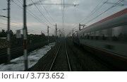 Купить «Поезд идет по железной дороге рядом с населенным пунктом, вдоль линий электропередач, таймлапс», видеоролик № 3773652, снято 12 апреля 2012 г. (c) Losevsky Pavel / Фотобанк Лори