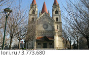 Купить «Люди проходят мимо церкви Франциска Ассизского в Вене, таймлапс», видеоролик № 3773680, снято 2 марта 2012 г. (c) Losevsky Pavel / Фотобанк Лори