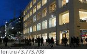 Купить «Люди на вечерней улице Вены, таймлапс», видеоролик № 3773708, снято 3 марта 2012 г. (c) Losevsky Pavel / Фотобанк Лори