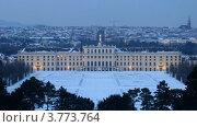 Купить «Дворец Шенбрунн на фоне вечернего города», видеоролик № 3773764, снято 3 марта 2012 г. (c) Losevsky Pavel / Фотобанк Лори