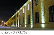 Купить «Рабочий включает освещение дворца Шенбрунн, таймлапс», видеоролик № 3773768, снято 3 марта 2012 г. (c) Losevsky Pavel / Фотобанк Лори