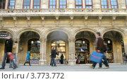 Купить «Туристы у здания Венской Оперы, таймлапс», видеоролик № 3773772, снято 3 марта 2012 г. (c) Losevsky Pavel / Фотобанк Лори