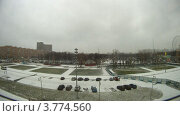 Купить «Автомобили едут зимой по дороге покрытой снегом (таймлапс)», видеоролик № 3774560, снято 25 января 2012 г. (c) Losevsky Pavel / Фотобанк Лори
