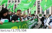 Купить «Молодежь идет на митинг», видеоролик № 3775104, снято 4 марта 2012 г. (c) Losevsky Pavel / Фотобанк Лори